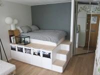 Biến tủ kệ thành giường có ngăn để đồ