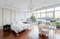 Phòng ngủ có thiết kế tường kính đẹp đến mê hoặc