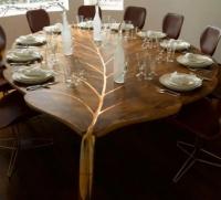 Những chiếc bàn gỗ khiến người dùng khó rời mắt