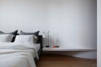 Mẫu bàn đầu giường đơn giản cho phòng ngủ thanh lịch